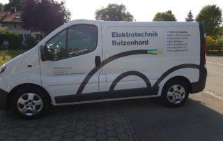 Firmenfahrzeug mit Logo